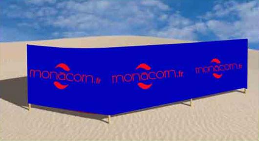 Une barrière publicitaire sur la côte